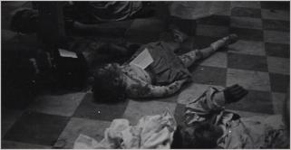 νεκροτομείο με θύματα αεροπορικού βομβαρδισμού. Valencia, 1937 © Gerda Taro, Magnum Photos and the International Center of Photography.
