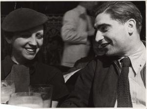Γκέρντα Τάρο και Ρόμπερτ Κάπα, Paris, 1935 -© Fred Stein