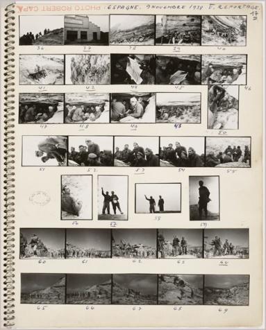 Σελίδα με φωτογραφίες κόντακτ του Ρόμπερτ Κάππα από τη μάχη του Ρίο Σεγκρέ.