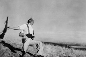 robert-capa-war-photographer-death-of-loyalist-soldier