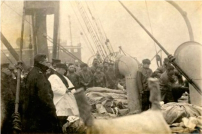titanic burial