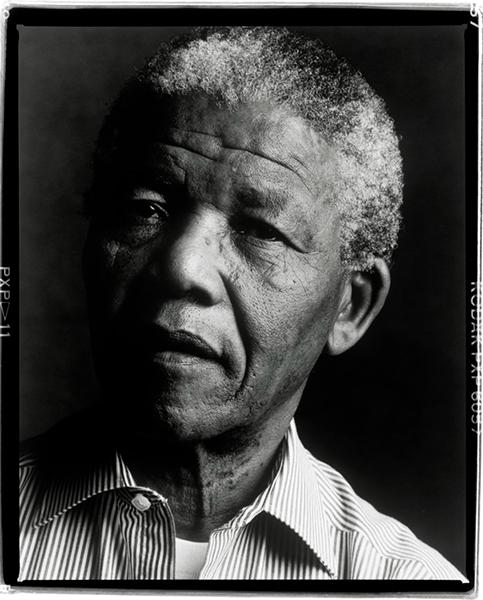 Ο Nelson Mandela φωτογραφημένος απο την Annie Leibovitz στο Soweto το 1990.