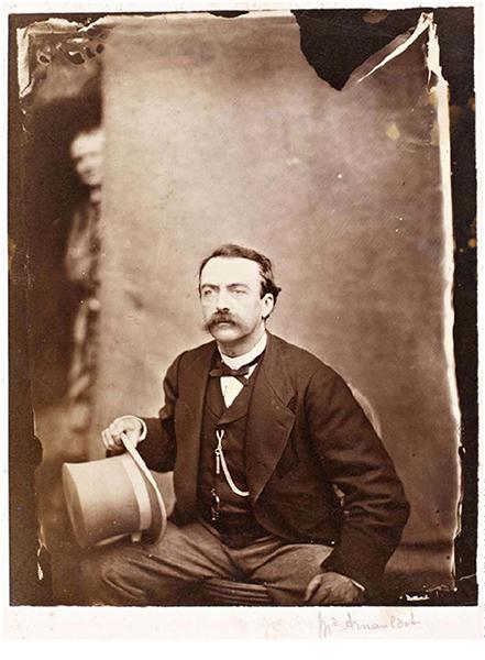 """Σε αυτή την φωτογραφία με τίτλο """"o κύριος Amauldet ή ο Charles Baudelaire έκπληκτος στο εργαστήριο του Stephen Carjat» (Δεκέμβριος 1861), ο ποιητής εμφανίζεται στην επάνω αριστερή γωνία. Η φωτογραφία εκτίθεται στο μουσείο Orsay στο πλαίσιο της έκθεσης """"7 ans de réflexion. Dernières acquisitions"""". © Musée d'Orsay"""