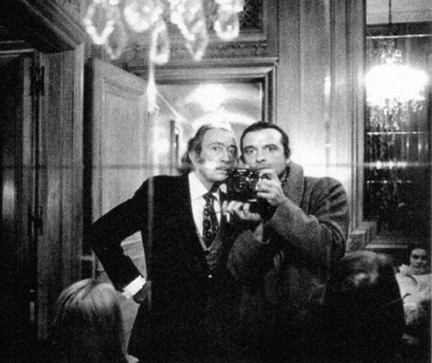 μία selfie των Salvador Dali και David Bailey στο Παρίσι, 1972.