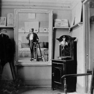 φωτογράφος στο ατελιέ του Τουλούζ Λωτρέκ