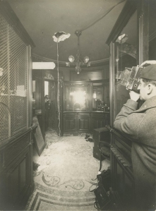 11- Unknown photograher, Plutario Fassi (1901-) and Fausto Manfredi (1904-) διάρρηξη στο χρηματοκιβώτιο της Lyon-Allemand τον Νοέμβριο του 1933 τρυπώντας την οροφή. Κλοπή από ένα ζευγάρι αναρχικών.