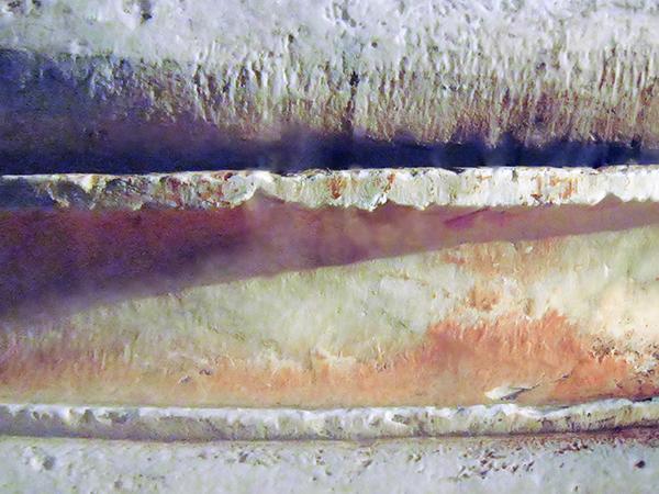 Ελευσίνα. Λεπτομέρεια ιωνικού κίονα στον βόρειο χώρο των Μεγάλων Προπυλαίων.(2002)