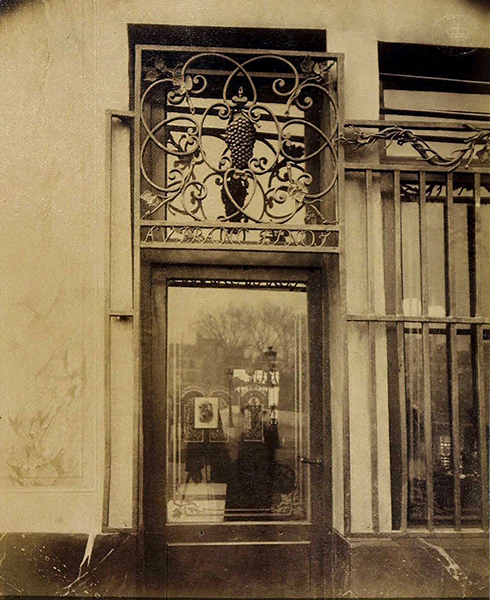 shopfront-quai-bourbon-paris-france-eugene-atget-about-1900-© victoria-and-albert-museum-london