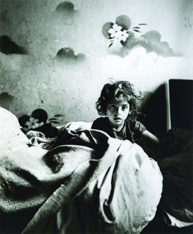 Roman Vishniac 'The Only Flowers of Her Youth', Warsaw, 1938. Courtesy Scheinbaum & Russek Ltd