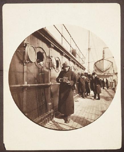 George Eastman (Mr Kodak), φωτογραφημένος με τη μηχανή του