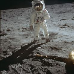 ο αστροναύτης Buzz Aldrin στην επιφάνεια της Σελήνης © NASA