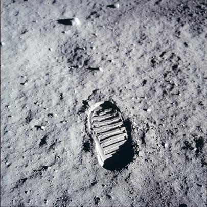 το αποτύπωμα της μπότας του Armstrong στην επιφάνεια της Σελήνης © NASA