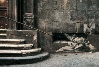Homme Allonge Napoli, 1998 © Ernest Pignon-Ernest