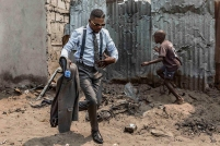 Μπλέιζερ, 34 ετών, Brazzaville. © Tariq Zaidi