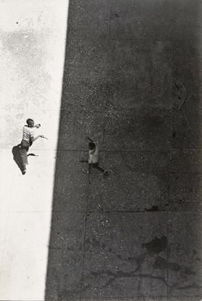 Roy DeCarava, Sun and Shade, 1952 © estate of Roy DeCarava