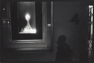 Shawn Walker, Tiffany's Window on 57th Street, NYC, c. 1968-1972. © Shawn Walker