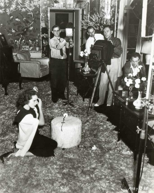 Marlene Dietrich φωτογραφίζεται από τον Eugene Robert Richee βοηθός ο John Engstead (καθήμενος), Paramount Pictures 1935 © John Kobal Foundation