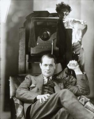 Ο Robert Montgomery και ο φωτογράφος George Hurrell σε φωτογραφία του George Hurrell, MGM 1937 (Santa Barbara Museum of Art)